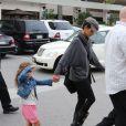 Halle Berry et sa fille Nahla partent faire du shopping pour Noël à Beverly Hills, le 4 decembre 2012.