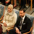 Le prince héritier Haakon de Norvège et la princesse Mette-Marit. L'Union européenne s'est vu décerner le 10 décembre 2012 à l'Hôtel de Ville d'Oslo le prix Nobel de la Paix, en présence de la famille royale de Norvège, d'une vingtaine de dirigeants européens et de l'acteur Gerard Butler en charmante compagnie.