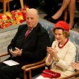 Le roi Harald V de Norvège et la reine Sonja. L'Union européenne s'est vu décerner le 10 décembre 2012 à l'Hôtel de Ville d'Oslo le prix Nobel de la Paix, en présence de la famille royale de Norvège, d'une vingtaine de dirigeants européens et de l'acteur Gerard Butler en charmante compagnie.