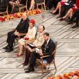 La famille royale de Norvège. L'Union européenne s'est vu décerner le 10 décembre 2012 à l'Hôtel de Ville d'Oslo le prix Nobel de la Paix, en présence de la famille royale de Norvège, d'une vingtaine de dirigeants européens et de l'acteur Gerard Butler en charmante compagnie.