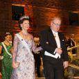 La reine Silvia de Suède et Marcus Storch lors du dîner de gala donné à l'Hôtel de Ville de Stockholm en l'honneur des lauréats des prix Nobel, le 10 décembre 2012.