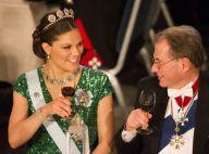 Victoria de Suède et les royaux éblouissants pour trinquer aux Nobel 2012