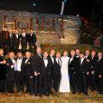 L'intégralité du casting avec Cate Blanchett, Sir Ian McKellen, Martin Freeman, James Nesbitt, Andy Serkis et Richard Armitage aux côtés de Peter Jackson à l'avant-première royale du Hobbit : Un voyage inattendu à Leicester Square, Londres, le 12 décembre 2012.