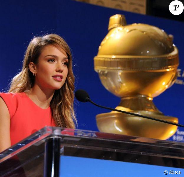 Jessica Alba pendant l'annonce les nominations aux Golden Globes 2013 au Beverly Hilton Hotel de Beverly Hills, le 13 décembre 2012.