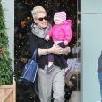Pink et sa fille Willow vont faire du shopping à Malibu, le 17 décembre 2012.
