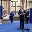 En marge du conseil des ministres auquel elle assistait pour la première fois, la reine Elizabeth II a reçu en cadeau le 10 décembre 2012 un territoire de l'Antarctique, rebaptisé en son nom à l'occasion de son jubilé de diamant. Un cadeau du ministère des Affaires étrangères, représenté par le ministre William Hague.