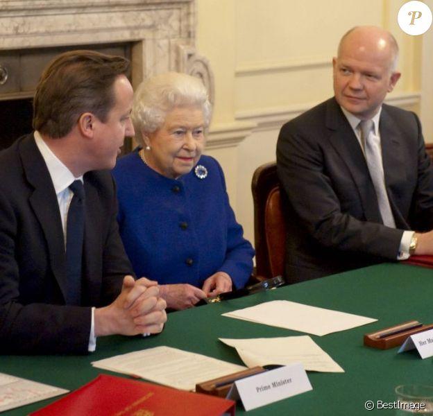 La reine Elizabeth II assistait pour la première fois le 18 décembre 2012 au conseil des ministres au 10, Downing Street, résidence officielle du Premier ministre David Cameron. C'était la première fois depuis son aïeule la reine Victoria, décédée en 1901, qu'un monarque britannique en exercice était présent à une réunion du cabinet ministériel.