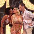 Coco Austin, congratulée à l'issue de sa première représentation dans la revue burlesque Peepshow au Showroom du casino Planet Hollywood. Las Vegas, le 17 décembre 2012.