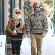 Goldie Hawn et son fils Oliver Hudson, dans les rues d'Aspen, le 22 décembre 2012.