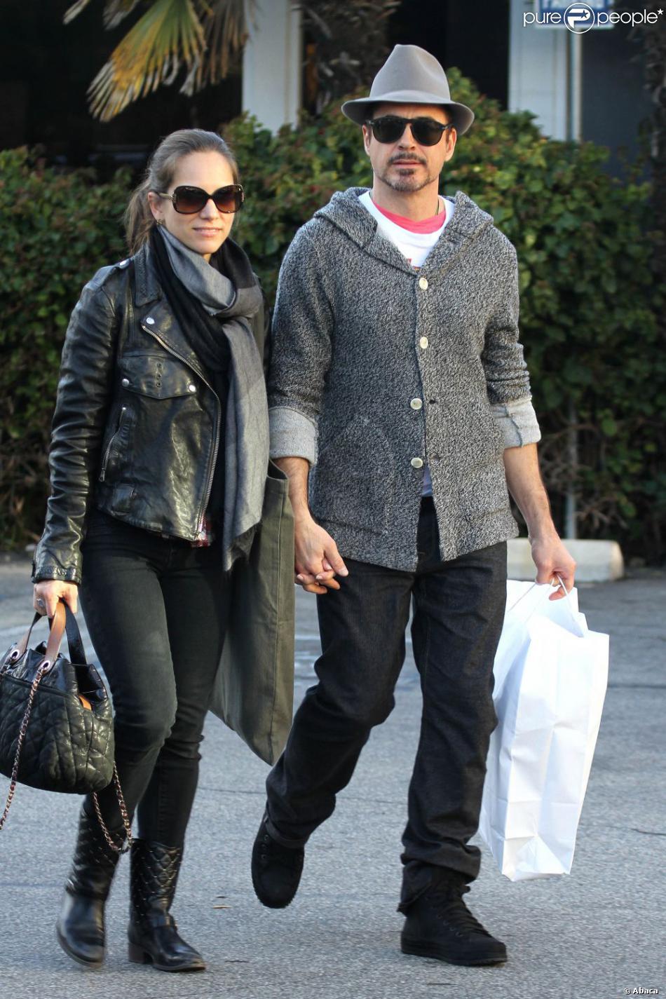 Robert Downey Jr. et sa femme Susan Levin font du shopping à Santa Monica le 16 décembre 2012.