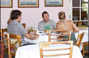 PHOTOS : Kate Hudson et Lance Armstrong, déjeuner en amoureux !