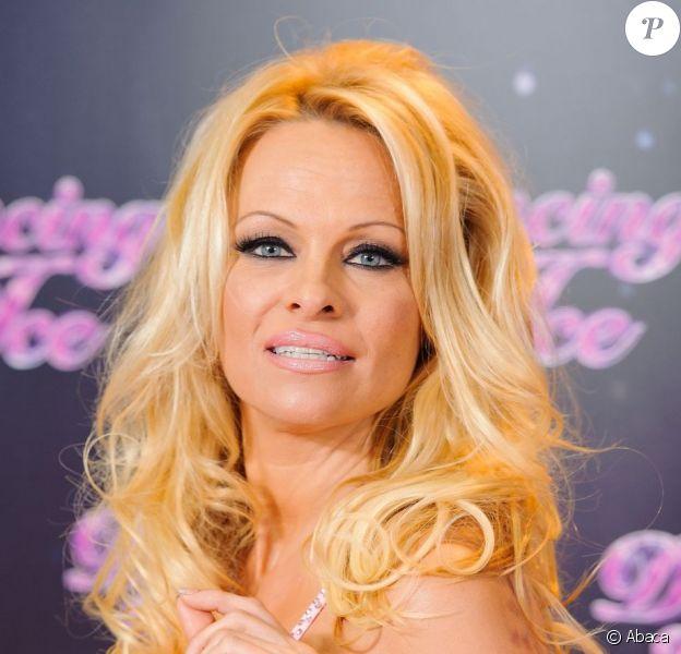 La sexy Pamela Anderson au photocall de Dancing on Ice dans les studios de ITV, à Londres, le 3 janvier 2013.