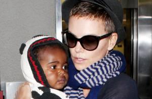Charlize Theron : Retour de vacances avec son adorable fils Jackson