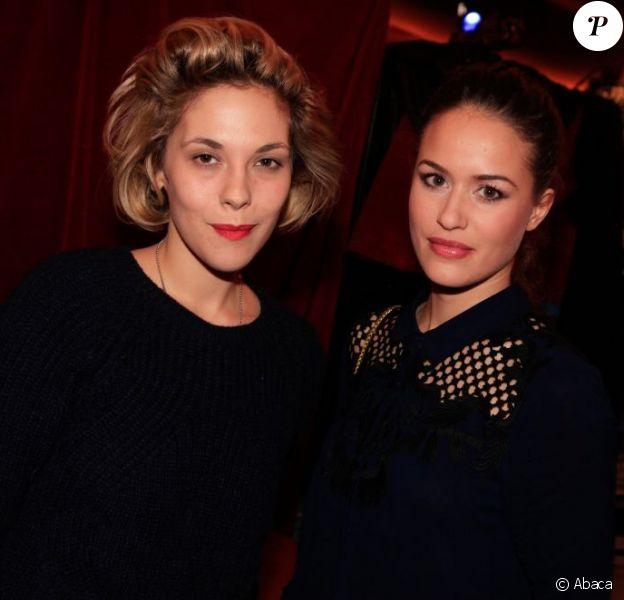 Alysson Paradis et Alice David lors de la première de la pièce Menelas rebetiko rapsodie au théâtre Le Grand Parquet à Paris le 9 janvier 2013