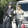 La belle Ashley Tisdale et son petit ami Christopher French échangent un long baiser, avant d'aller déjeuner au restaurant à Hollywood, le 10 janvier 2012.