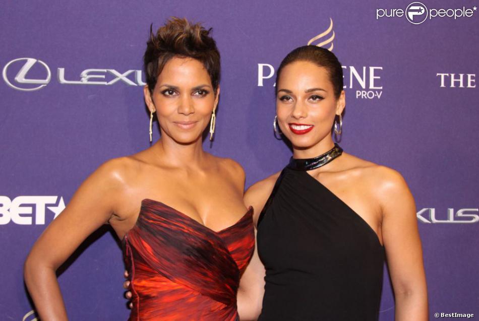 L'actrice Halle Berry et la chanteuse Alicia Keys étaient particulièrement en beauté pour la cérémonie des BET Honors 2013 qui célèbre, chaque année, cinq personnalités afro-américaines qui se sont distinguées. Photo prise à Washington, le 12 janvier 2013