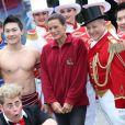 La princesse Stéphanie posait entourée d'artistes pour annoncer le 15 janvier 2012 la 37e édition du Festival international du cirque de Monte-Carlo, à Monaco.