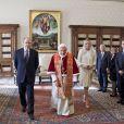 Le prince Albert II de Monaco et la princesse Charlene reçus au Vatican par le pape Benoît XVI le 12 janvier 2012.