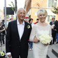 Michael Winner et sa femme Geraldine Lynton-Edwards lors de leur mariage à Londres le 19 septembre 2011
