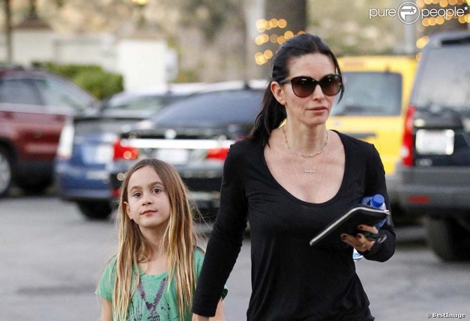 La belle Courteney Cox et sa fille Coco Arquette dans les rues de Malibu, le 18 janvier 2013.