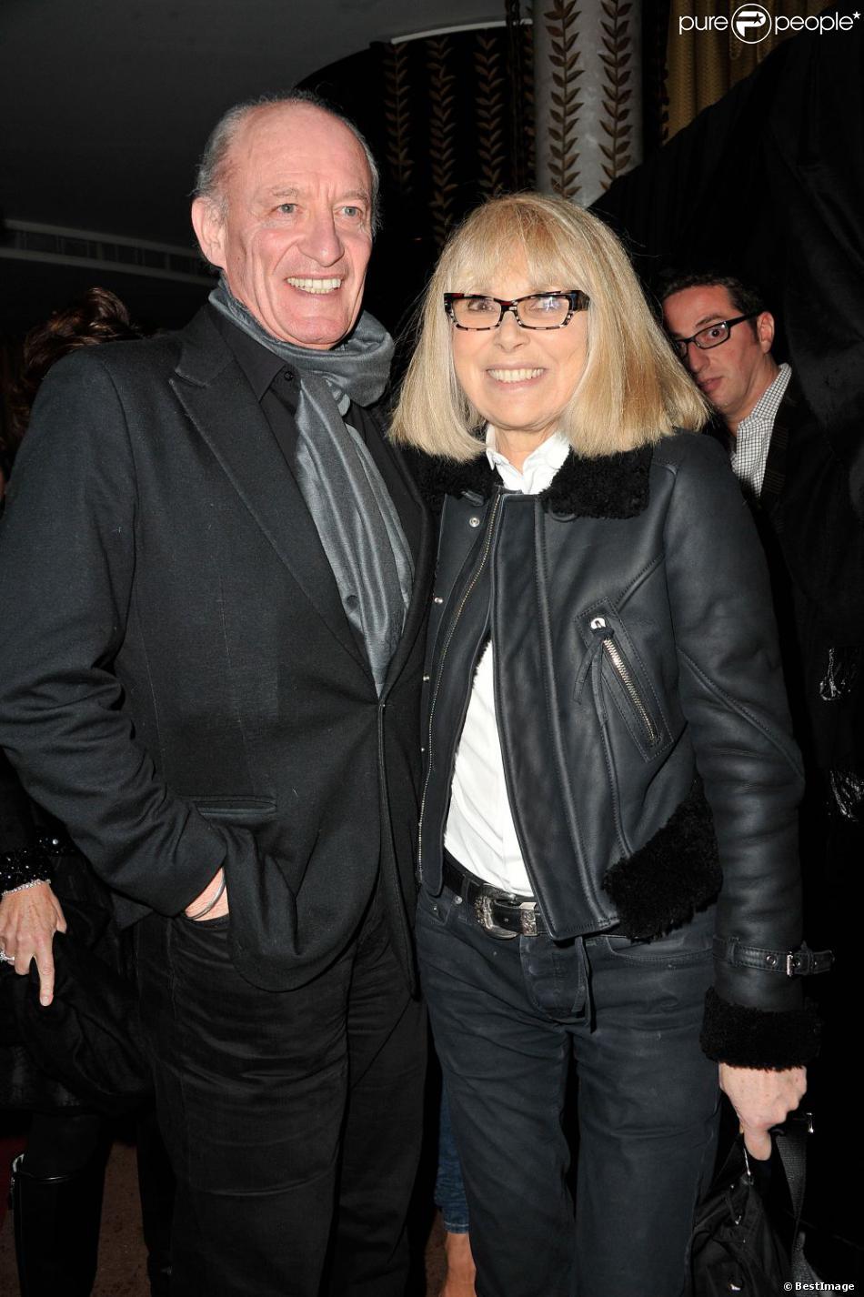 Mireille Darc et son mari, Pascal Desprez à l'inauguration du restaurant La Petite Maison de Nicole à l'Hôtel Fouquet's Barrière à Paris, le 21 janvier 2013.