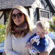 Hilary Duff et son fils Luca dans les rues de Los Angeles, le 17 janvier 2013.