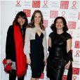 Hilary Swank, entourée de directrice de la communication de Gérard Darel Frankie Rosenblum (à gauche) et la PDG de la marque Marianne Romestain (à droite) lors du 11e Dîner de la Mode contre le Sida au Pavillon d'Armenonville. Paris, le 24 janvier 2013.