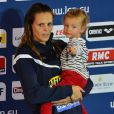 Laure Manaudou avec sa fille Manon lors des championnats d'Europe en petit bassin de Chartres, le 24 novembre 2012. Sa dernière compétition.
