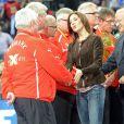 La princesse Mary de Danemark réconforte Ulrik Wilbek et ses joueurs après la finale du championnat du monde de handball 2013, au Palau San Jordi, à Barcelone, le 27 janvier 2013, marquée par la victoire écrasante de l'Espagne contre le Danemark, 35-19.
