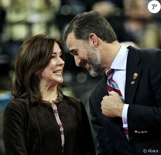 Le prince Felipe d'Espagne et la princesse Mary de Danemark, très amis, ont suivi ensemble la finale du championnat du monde de handball 2013, au Palau Sant Jordi, à Barcelone, le 27 janvier 2013, marquée par la victoire écrasante de l'Espagne contre le Danemark, 35-19.