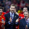 Le prince Felipe d'Espagne a pu savourer le triomphe des siens en finale du championnat du monde de handball, à Barcelone le 27 janvier 2013, en compagnie de son amie la princesse Mary de Danemark, moins bien servie après la raclée reçue par les Scandinaves (35-19).