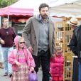 Le comédien Ben Affleck et ses deux filles Violet et Seraphina au célèbre Farmers Market, à Brentwood, le 27 janvier 2013