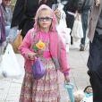 Ben Affleck et ses deux filles Violet, 7 ans et Seraphina, 4 ans, au célèbre Farmers Market, à Brentwood, le 27 janvier 2013 - Seraphina a les mêmes lunettes