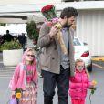 Ben Affleck et ses deux filles Violet et Seraphina, toujours en rose, au célèbre Farmers Market, à Brentwood, le 27 janvier 2013