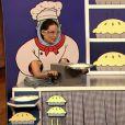 La jolie Lucy Liu est l'invitée de l'animateur Jimmy Fallon, le 29 janvier 2013. Elle l'affronte dans une épreuve du jeu Papier, cailloux, ciseaux.