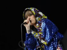 PHOTOS :La chanteuse Yelle, le bon ton et le bon look... sur scène !