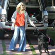 Jennie Garth promène son chien avec sa fille Fiona à Los Angeles le 9 février 2013.