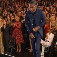 Le chanteur Chris Brown, contrairement à tous les invités, est resté assis lorsque Frank Ocean s'est levé pour recevoir le prix du Meilleur album urbain contemporain. On peut voir Adele, sur la gauche, regarder Chris Brown qui ne daigne même pas se lever.