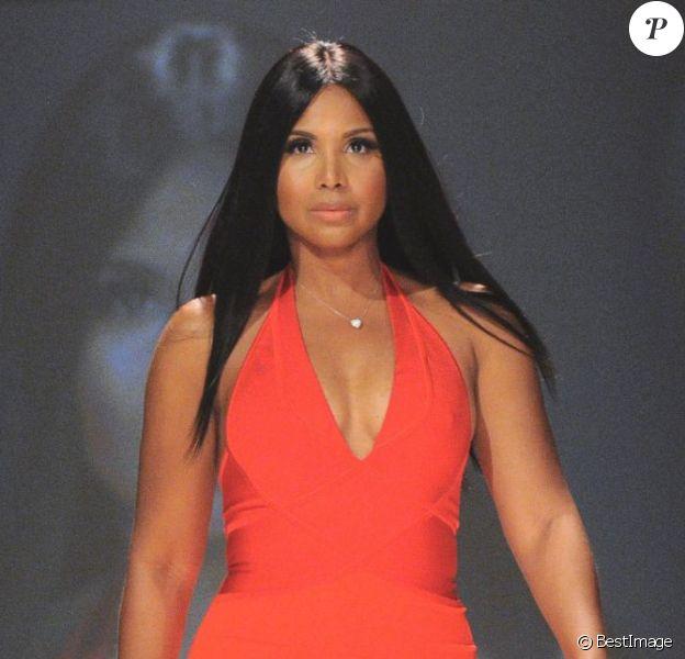 Toni Braxton au défilé de mode The Heart Truth's Red Dress Collection lors de la fashion week Mercedes-Benz à New York, le 6 février 2013.