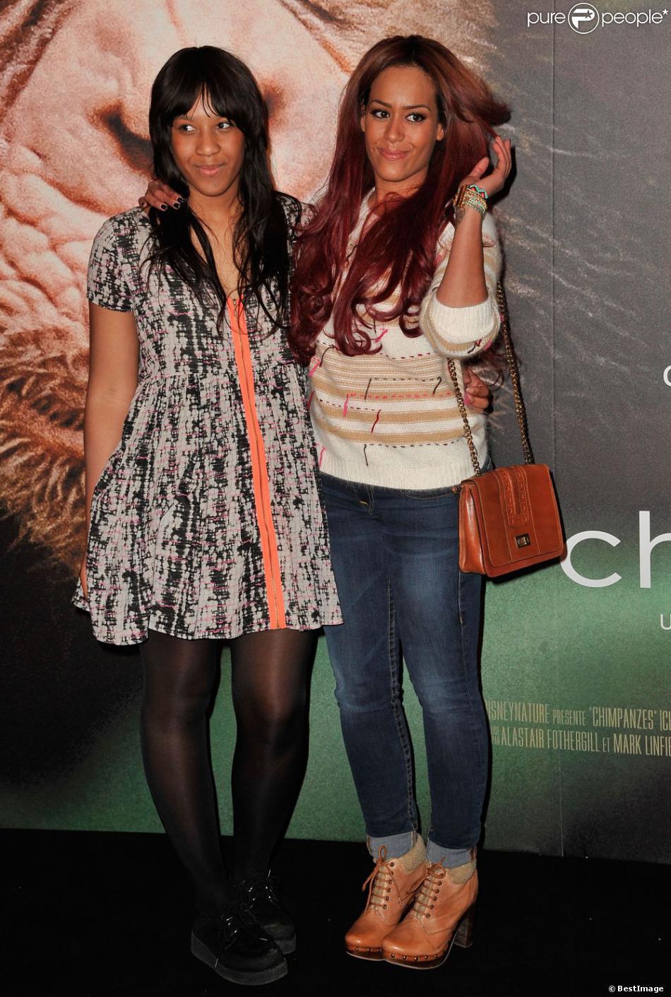Amel Bent et sa soeur Mélissa à l'avant-première de Chimpanzés au Grand Rex à Paris, le 12 février 2013.