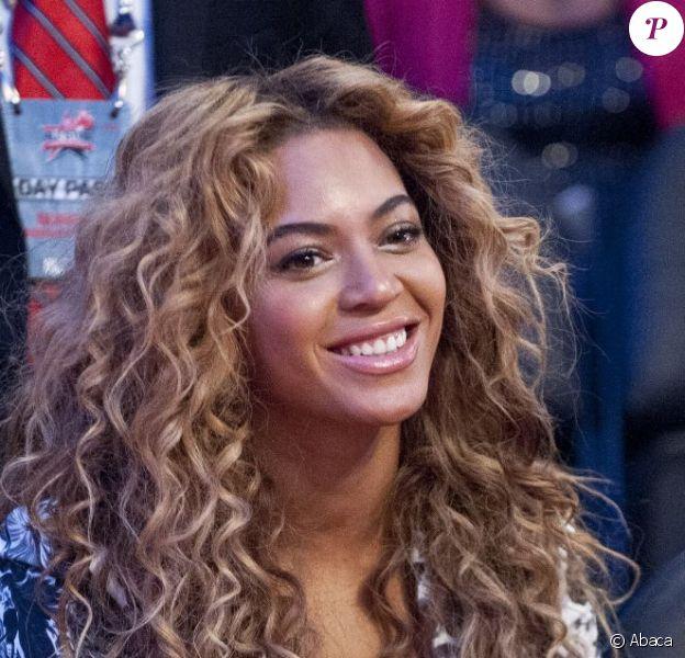 Beyoncé, rayonnante lors du All Star Game de Houston le 17 février 2013