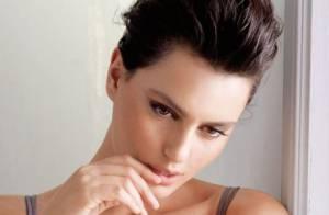 Catrinel Menghia : En petite tenue, la sensuelle et nonchalante Roumaine séduit