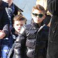 Romeo, Cruz et Harper Beckham se promènent dans Paris le 19 février 2013.