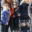 Les enfants Beckham (Brooklyn, Romeo, Cruz et la petite Harper) ont quitté leur hôtel en compagnie de leurs gardes du corps et de leurs nounous pour faire une promenade dans Paris. Le 19 fevrier 2013