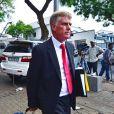 Barry Roux, l'un des avocats d'Oscar Pistorius, quitte le tribunal d'instance de Pretoria après le premier jour d'audience pour la demande de libération sous caution, le 19 février 2013.