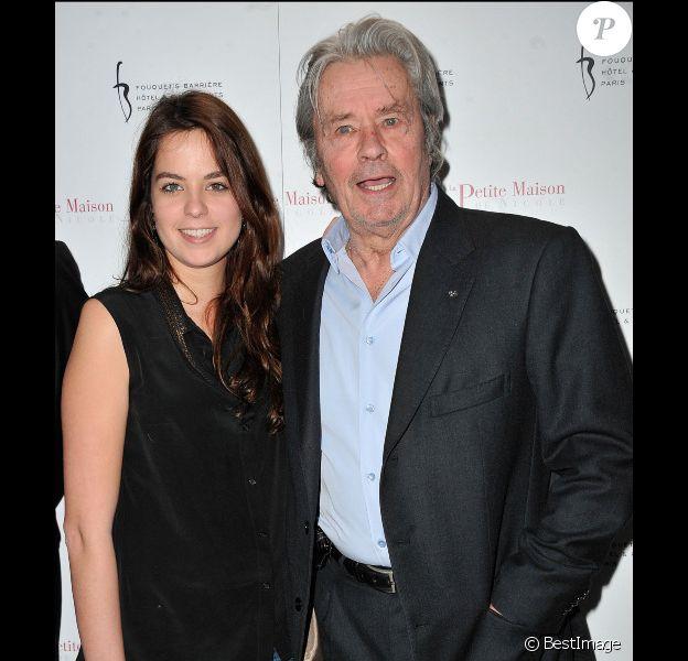 Alain Delon et sa fille Anouchka, le 22 janvier 2013 à Paris.