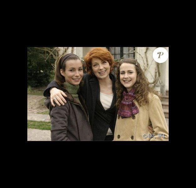 Julie Lescaut (Véronique Genest) et sa petite famille avec Babou (Joséphine Serre) et Sarah (Jennifer Lauret) - Les retrouvailles entre Julie Lescaut et sa fille Babou, c'est pour bientôt !