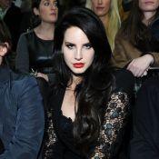 Lana Del Rey fatale, bien en cuisses et exhibo : le désir incarné pour Versace
