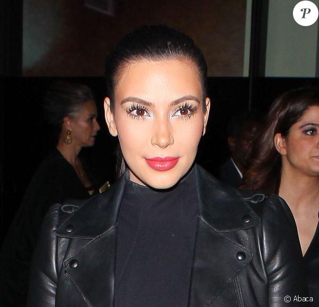 Kim Kardashian lors de la soirée de vernissage de l'exposition éponyme de Mario Testino à la Prism Gallery. West Hollywood, le 23 février 2013.