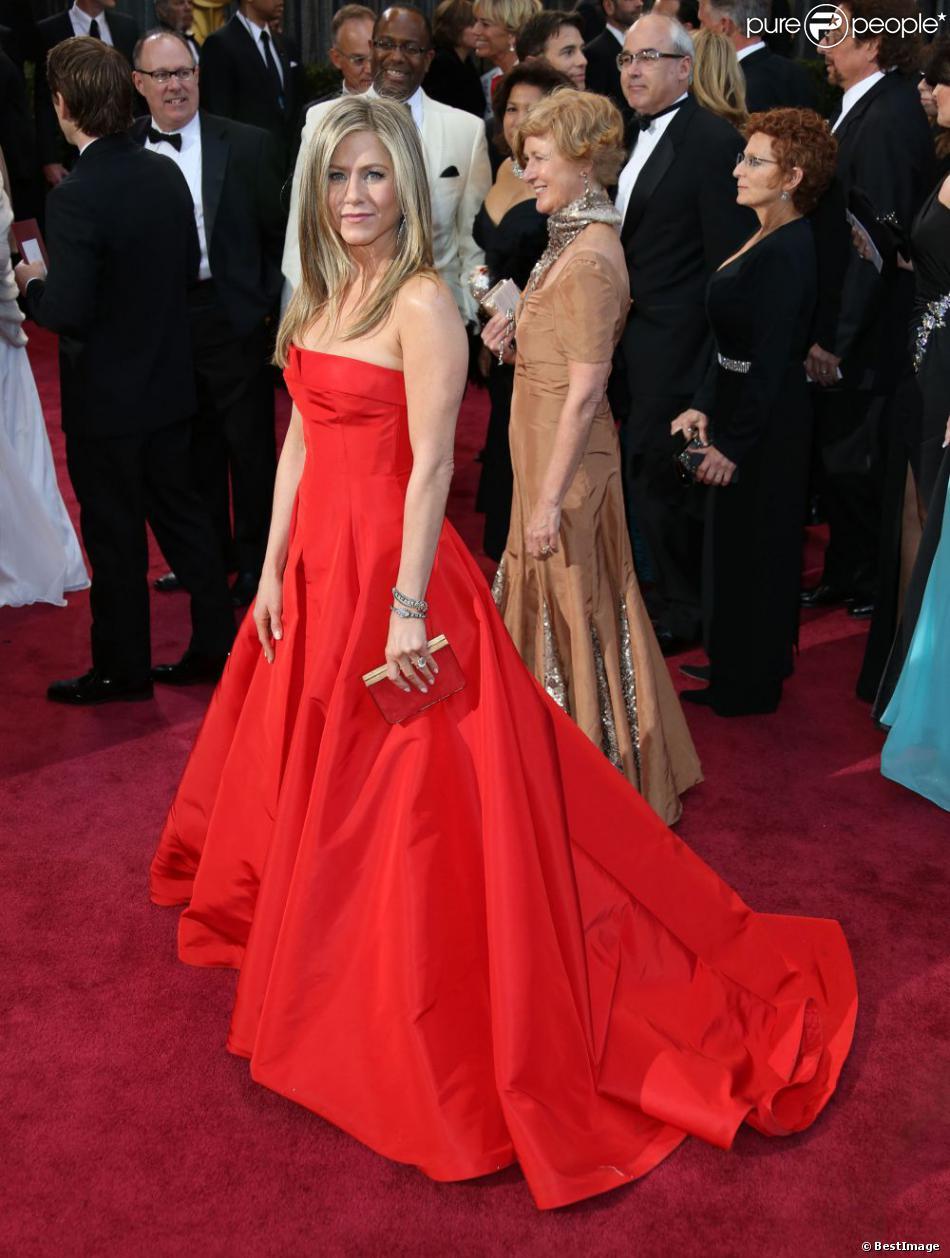 Jennifer Aniston en robe Valentino à la 85e cérémonie des Oscars à Hollywood le 24 février 2013.